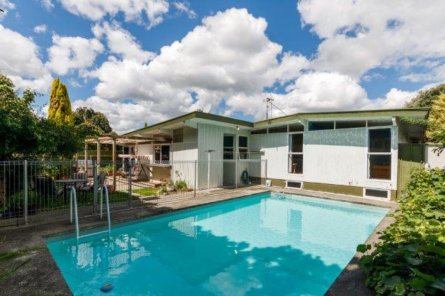 16 wikiriwhi crescent riverdale jeannie boswell for Palmerston north swimming pool